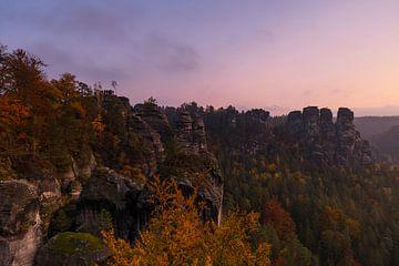 Sonnenaufgang im Elbsandsteingebirge von Frank Herrmann
