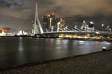 Erasmusbrug Rotterdam Nachtfoto von Alice Sies
