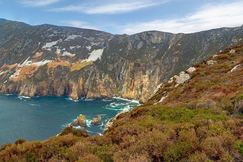 Die schroffe Schönheit der felsigen Küste von Slieve League , Donegal, Irland von Mieneke Andeweg-van Rijn
