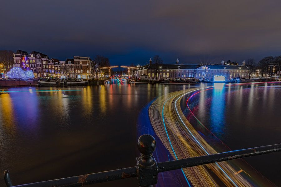 Amsterdam tijdens het Amsterdam Light Festival van Mirjam Boerhoop - Oudenaarden