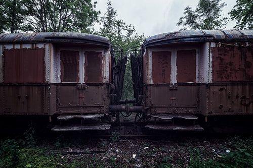 De wagons van een oude verlaten trein