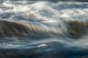 Golvende zee Opaalkust van Peter Poppe
