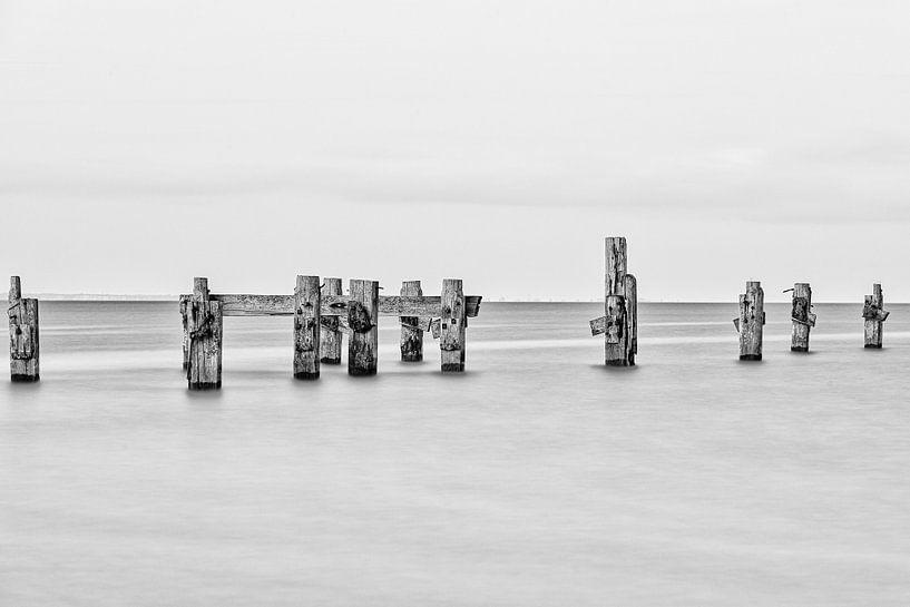 Rustgevend zeelandschap van Jim De Sitter