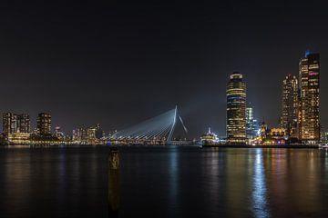 Skyline Rotterdam in de nacht  van Patrick Löbler