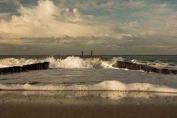 Wellen in den Sturmbrechern von anne droogsma