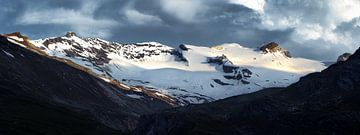 Eine kleine Auswahl des Gran Paradiso Massivs bei Sonnenuntergang von Marjolein Fortuin