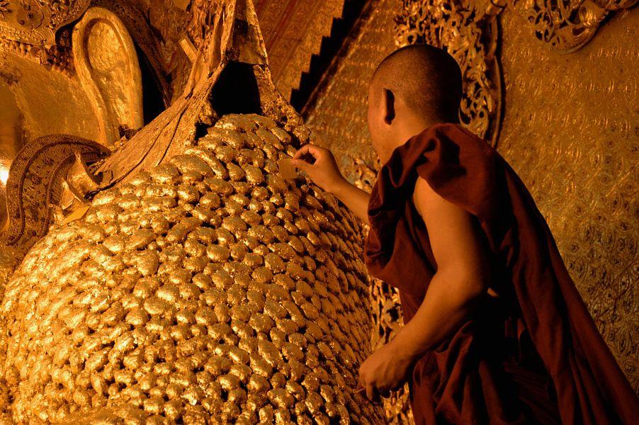 Monnik & Buddha van Michael Feelders