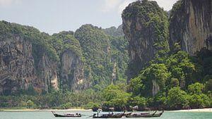 Blik vanaf Railay beach, Thailand van