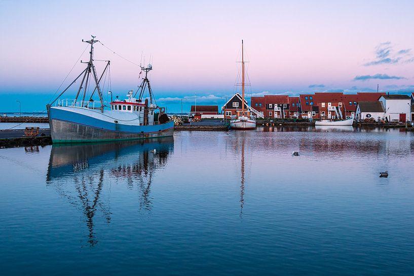 Gezicht op de haven van Klintholm Havn in Denemarken van Rico Ködder