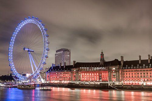 De London Eye na zonsondergang van