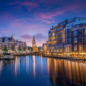 Munttoren gezien vanaf de Amstel van Jacco van der Zwan