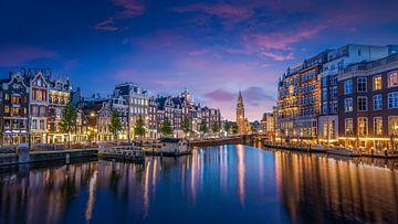 Munttoren gezien vanaf de Amstel