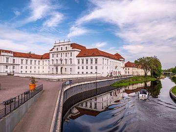 Blick auf das Barockschloss in Oranienburg an der Havel von Animaflora PicsStock