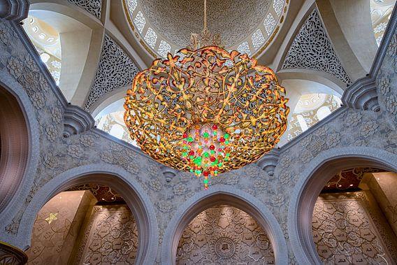 Kroonluchter in Sheikh Zayed-moskee van Rene Siebring