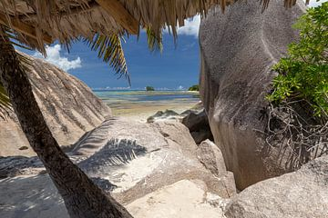 Strand op het Seychelse eiland La Digue van Reiner Conrad