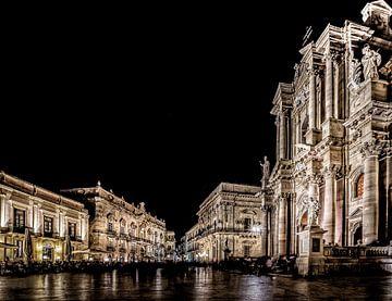 Piazza Duomo Siracusa Sicilie van Mario Calma
