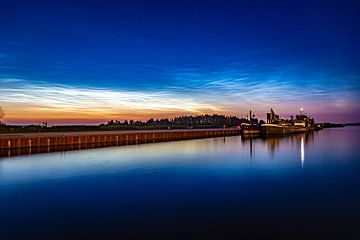 Lichtende Nachtwolken van Vincent Snoek