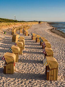 Beach chairs on shore of the Baltic Sea in Wustrow van Rico Ködder
