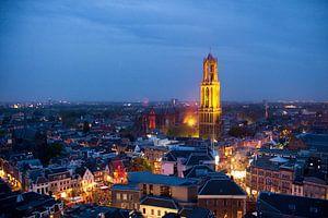 De Domtoren van Utrecht kleurt geel tijdens 'La Nuit du Tour'