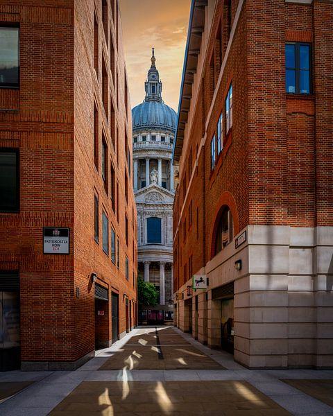 Steeg naar St. Paul's Kathedraal van Rene Siebring