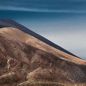 Vulkanische Landschaft auf Lanzarote, einer der Kanarischen Inseln. von Harrie Muis
