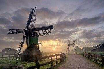 Mühle Zaanse Schans mit Bodennebel von John Leeninga