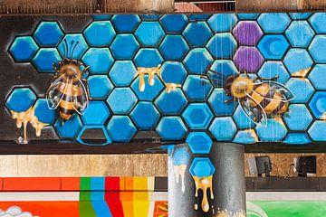 Mur de graffiti avec des abeilles sur Anouschka Hendriks