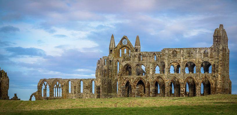 Ruïne van de kathedraal van Whitby, North Yorkshire van Rietje Bulthuis