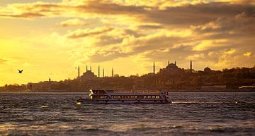 Zonsondergang op de Bosporus, Istanbul van Caught By Light