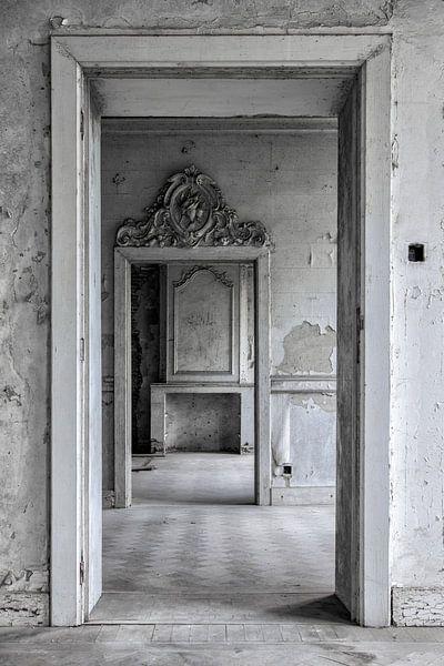 Diepteperceptie van verschillende kamers in oud verlaten kasteel van Steven Dijkshoorn