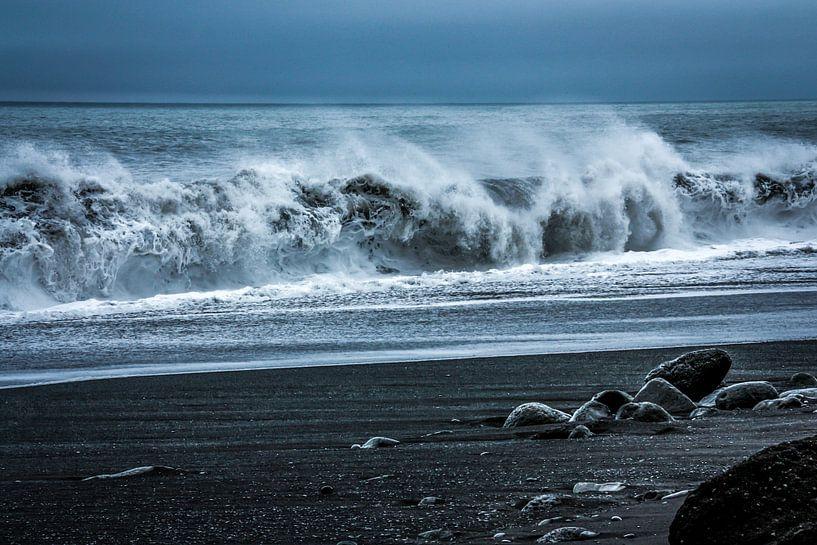 Het zwarte strand in IJsland van Kim Claessen