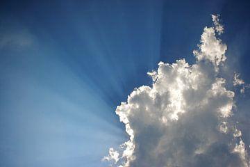 Achter de wolken schijnt de zon von Ties van Veelen