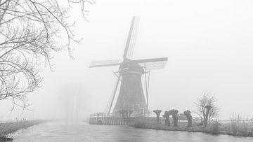 Molen in de winterse mist van Remco-Daniël Gielen Photography