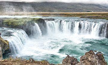 Isländischer Wasserfall von Niels Hemmeryckx