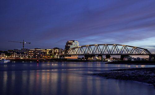 Spoorbrug Nijmegen van