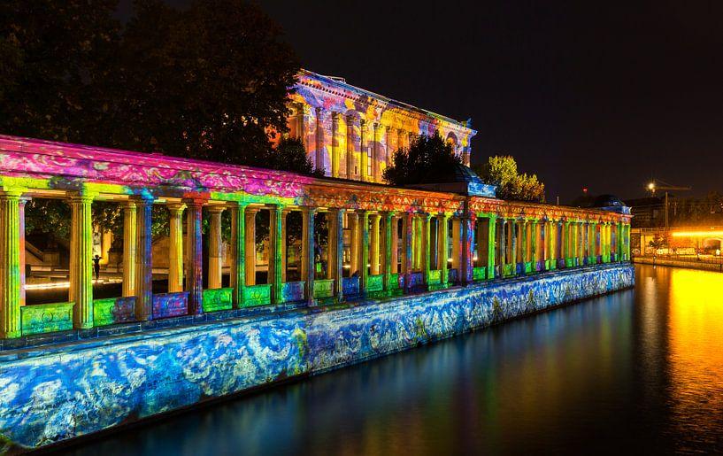 Berlin - Ancienne galerie nationale et colonnades sur la Spree sur Frank Herrmann