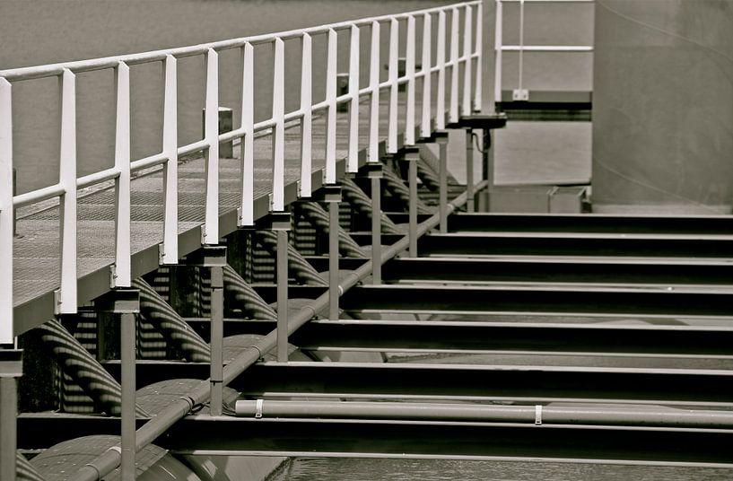 Lines, black and white van Gerda H.