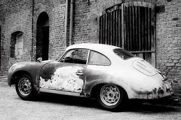 Porsche 356 vintage sportwagen met veel patina van