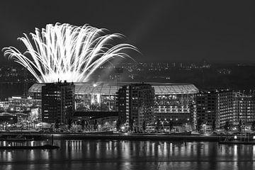 """Het vuurwerk boven het Feyenoord Stadion """"De Kuip"""" in Rotterdam"""