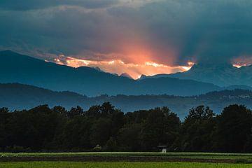 Letzte Sonnenstrahlen vor Sonnenuntergang von Patrik Lovrin