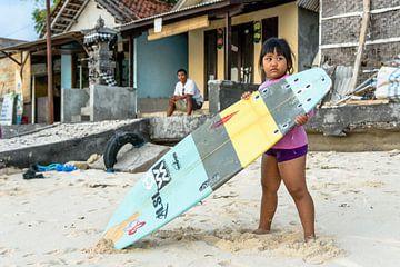 Surfmeisje van Merijn Koster