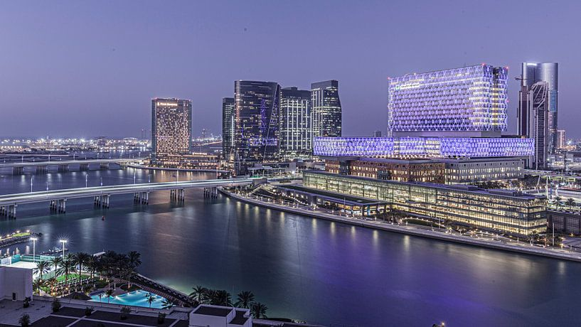 Abu Dhabi Skyline 2 van Wilma Wijnen