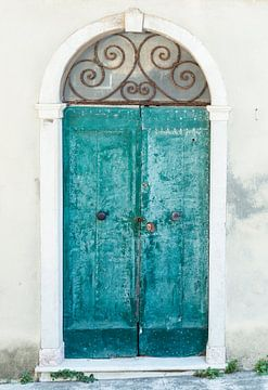 Closed door in beautiful Toscane van Aminda
