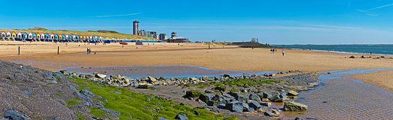Panorama strand en strandhuisjes Vlissingen van Anton de Zeeuw