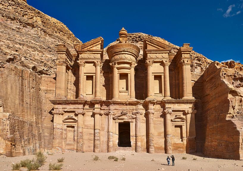 ornate carved rock tomb known as The Monastery El Deir, Petra van Jürgen Ritterbach