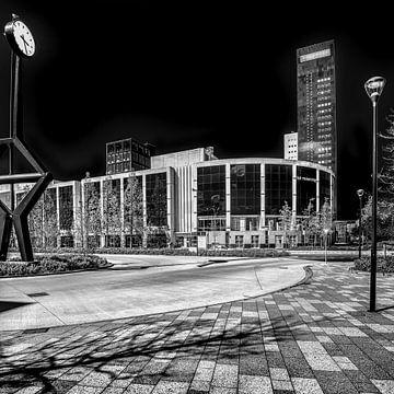 Der Bahnhofsplatz der friesischen Hauptstadt Leeuwarden. von Harrie Muis