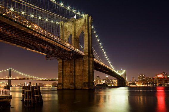 Avond valt over Brooklyn Bridge van Jean-Paul Wagemakers