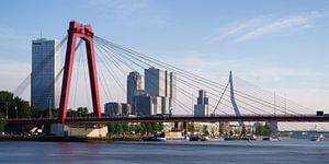 Willemsbrug en Erasmusbrug met spiegelglad water