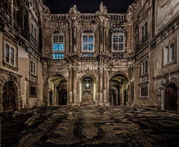 Binnenplaats Italiaanse palazzo. van Mario Calma