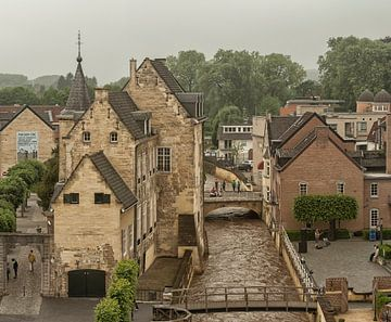 Uitzicht op kasteel Den Halder in Valkenburg van John Kreukniet